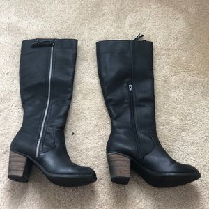 Knee-high heeled black boots
